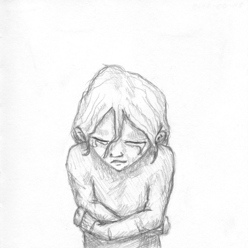 Een potlood tekening van iemand die naar beneden kijkt met tranen in de ogen en zichzelf vasthoud.